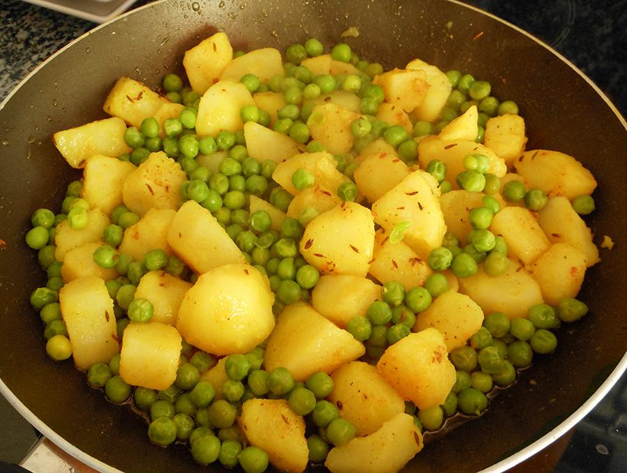 Karry med ærter og kartofler