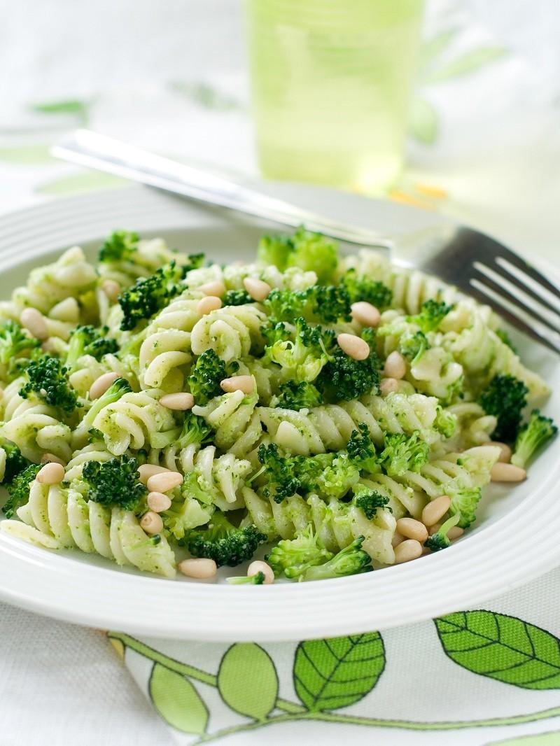 pasta salat med persille og nødder